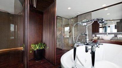 Premium Suite Bathroom 2