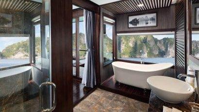 Family Suite Bathroom 2